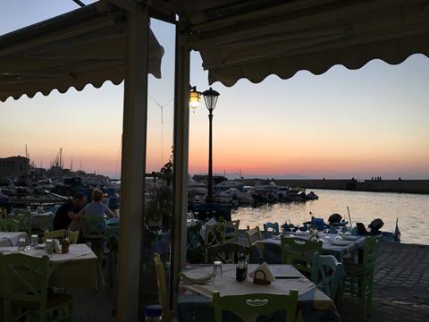 Antigoni Tavernaからの夕焼け