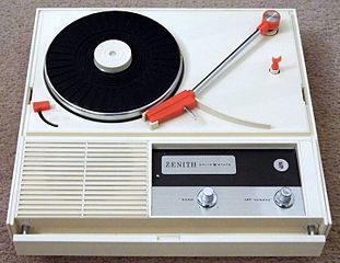311px-Vintage_Zenith_Solid_State_Portable_Record_Player,_Model_E505V,_Made_In_Japan_(15693874106)
