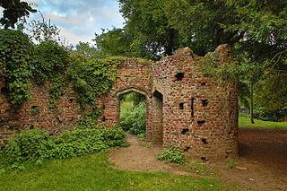 320px-Gothic_ruins_in_Gunnersbury_Park,_Gunnersbury_Avenue,_Gunnersbury_Park_01