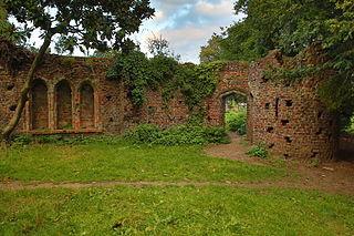 320px-Gothic_ruins_in_Gunnersbury_Park,_Gunnersbury_Avenue,_Gunnersbury_Park_03