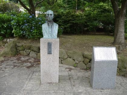 佐藤慶太郎翁銅像