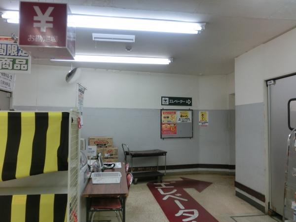 地下1階エレベータ