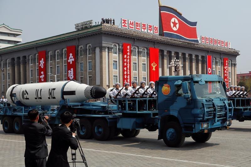 北朝鮮で弾道ミサイル発射パレード