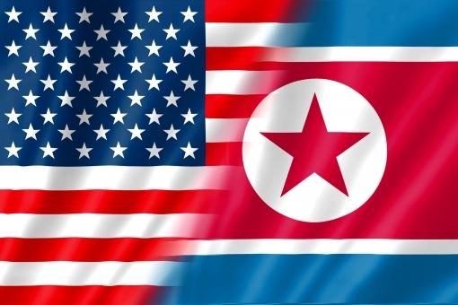 アメリカ合衆国の国旗と北朝鮮民主主義人民共和国の国旗