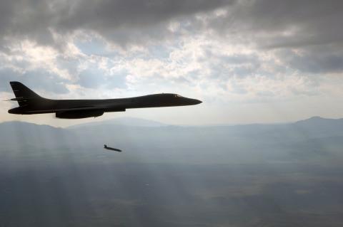 B-1戦略爆撃機・焼け野原