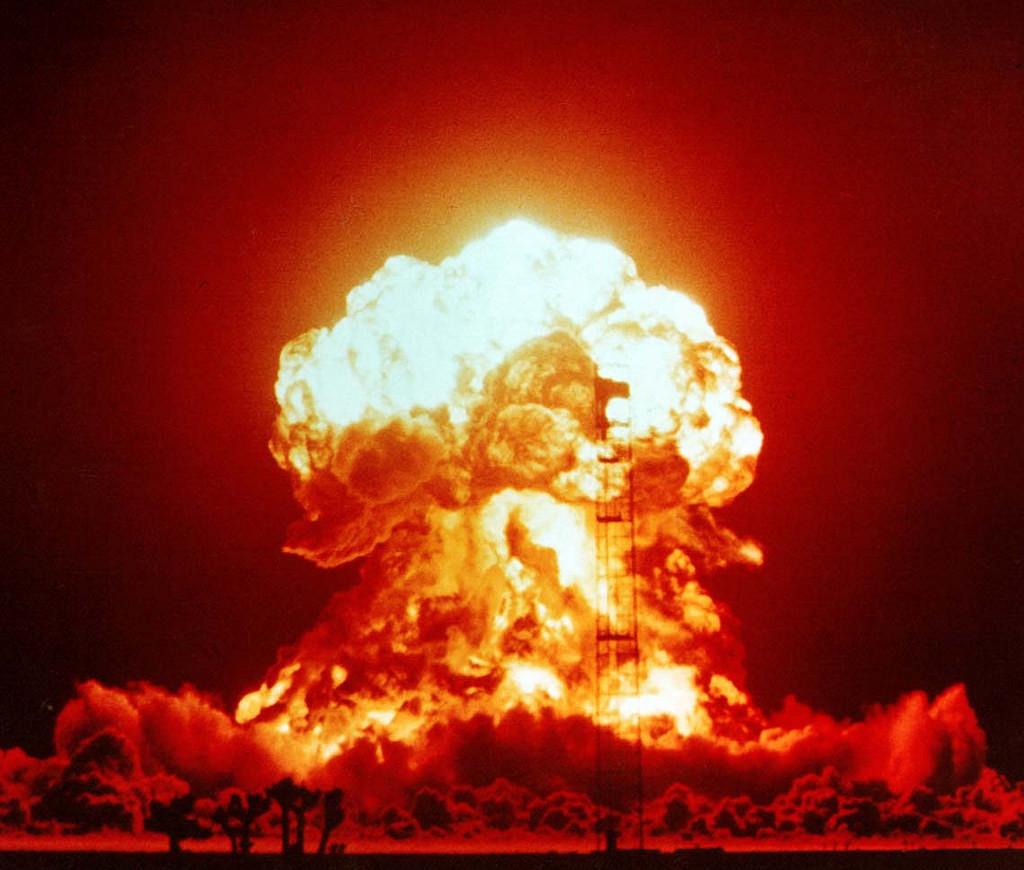 爆発ミサイル