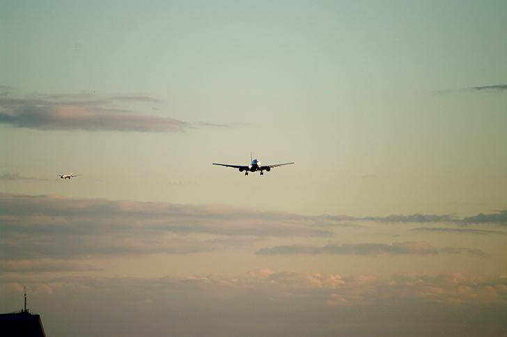 日航ジャンボ機墜落事故・飛行機・大空・飛び立つ・離陸