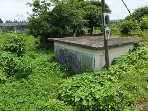 目久尻川用田橋の取水施設・左岸のポンプ室