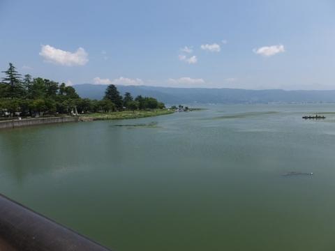 釜口水門から諏訪湖を望む
