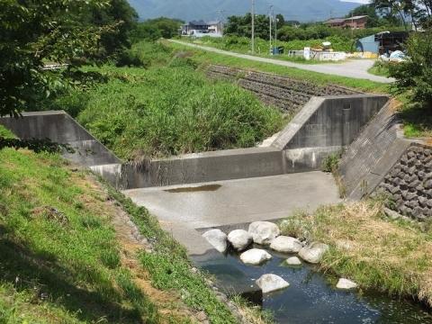 大泉川の床固工・花窪橋上流