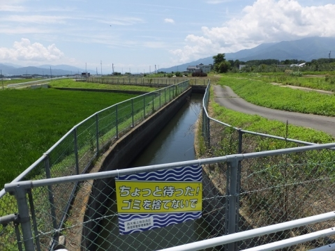 大泉伏越吐口から見た西天竜幹線水路