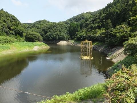 金山ダムと取水施設