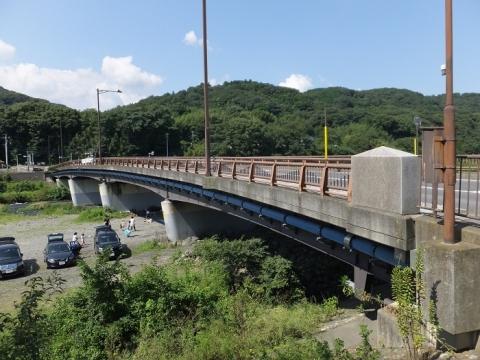 中津川に架かる八菅橋