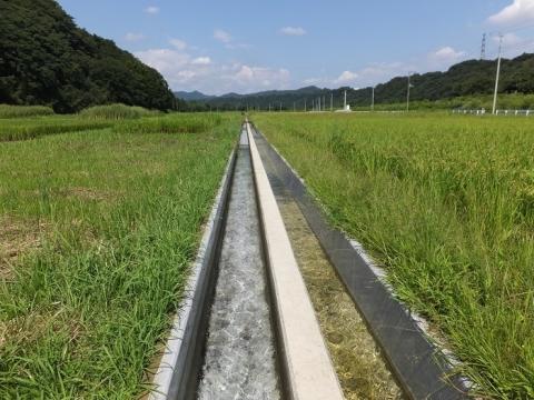 尾山水利組合の用水路・愛川町八菅山、中津