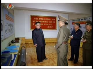 20170823 경애하는 최고령도자 김정은동지께서 국방과학원 화학재료연구소를 현지지도하시였다mp4_000141286