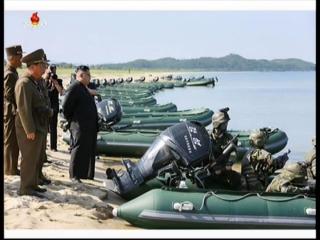20170826 경애하는 최고령도자 김정은동지께서 섬점령을 위한 조선인민군 특수작전부대들의 대상물타격경기를 지도하시였다mp4_000160841