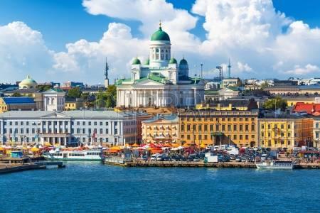 フリー写真 フィンランドのヘルシンキで市場正方形-(カウッパトリ)-の風光明媚な夏のパノラマ