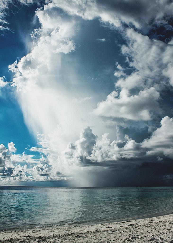 フリー写真 嵐の前