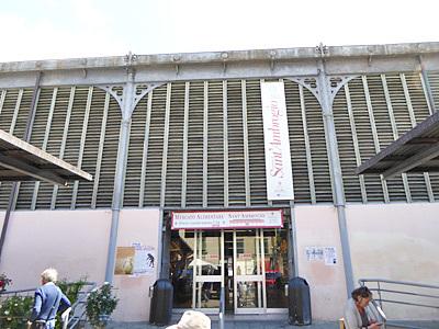 サンタンブロージョ市場の建物