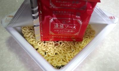9/4発売 汁なしの王道 汁なし担担麺 麺や金時(内容物)