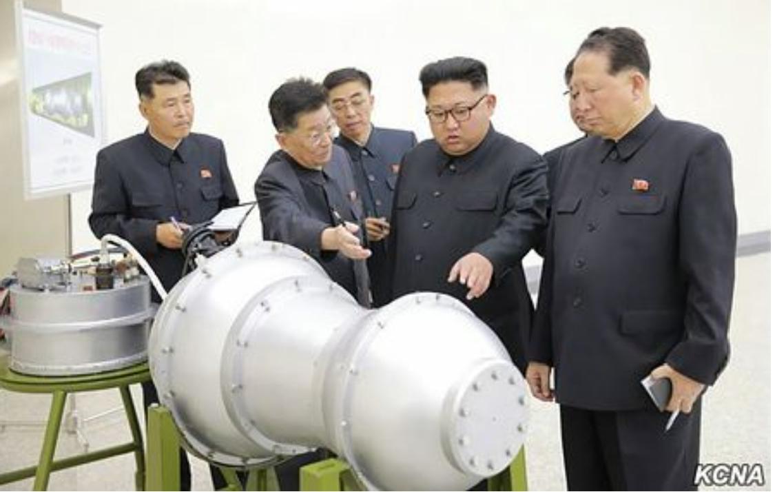 水爆とされる物体と金正恩委員長