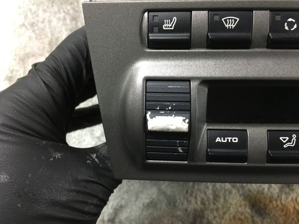 エアコンスイッチ 塗装剥がれ補修 ポルシェ(997)