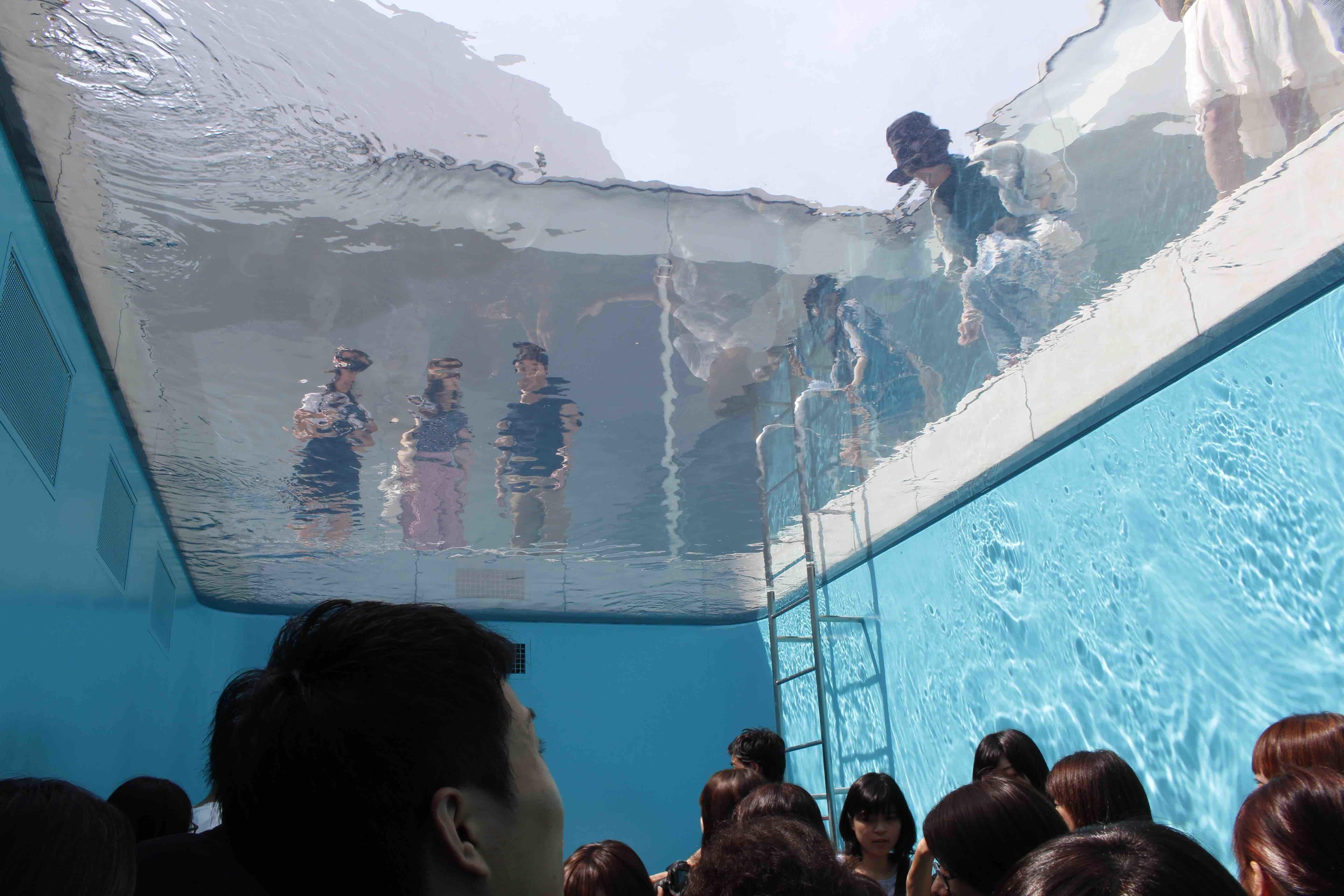 20170910レアンドロエルリッヒのプール下