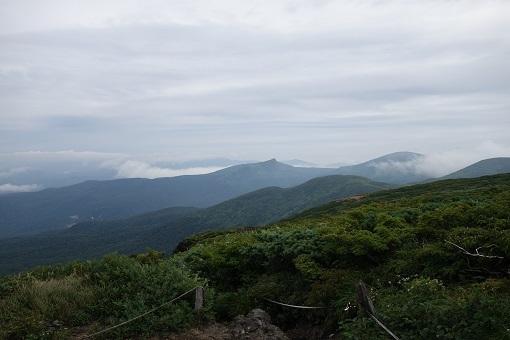 北方には乳頭山