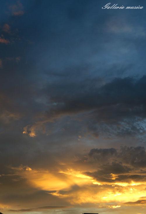 台風通過中の夕焼け。