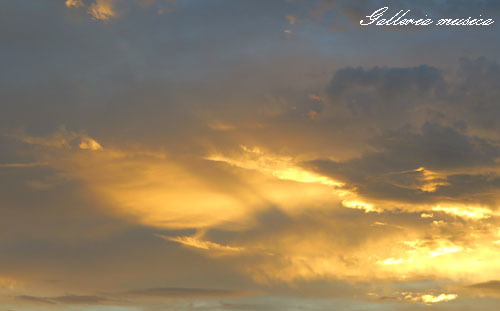 台風通過中の夕焼け。2