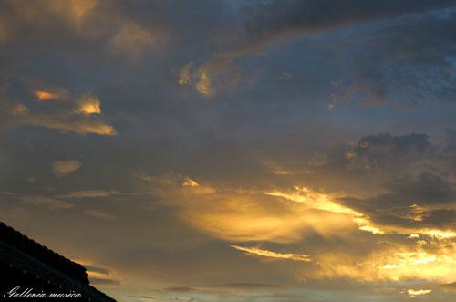台風通過中の夕焼け。3