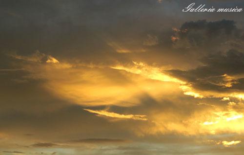 台風通過中の夕焼け。5