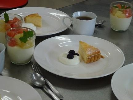 チーズタルトとグレープフルーツムース