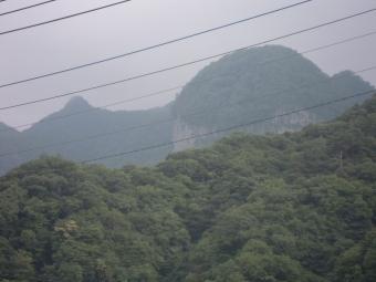 長野原草津口駅からキノコみたいな山170820