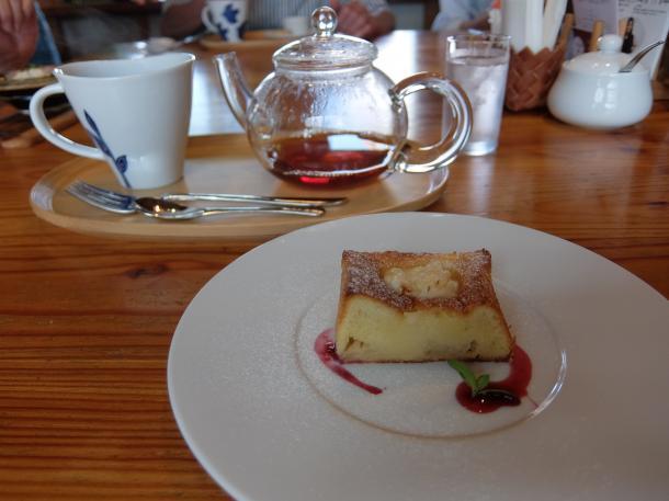 パウンドケーキと紅茶