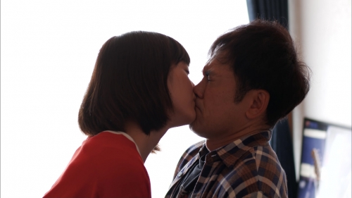 【悲報】本田翼さん、有田とキスしてしまう