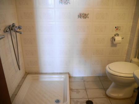 狭いシャワーコーナー