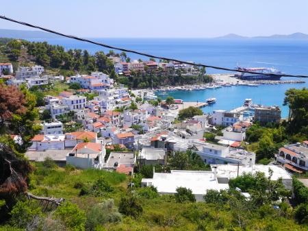 ベランダからアロニソス港の眺め