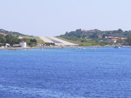 沖からのスキアソス空港