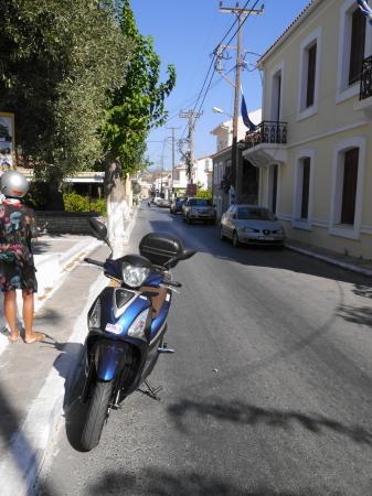 ミティリニのメイン道路