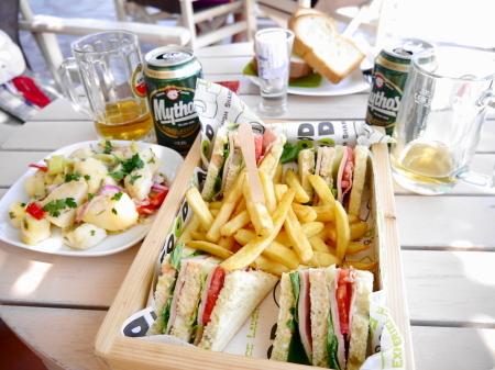 クラブサンドイッチの昼食