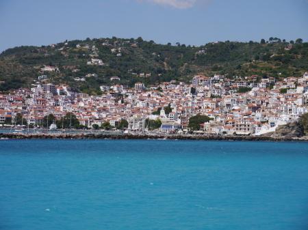 沖からのスコペロスタウン