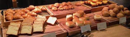 レム六本木 朝食ブッフェ いろいろな種類のパン