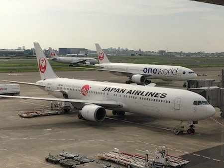 日本航空 羽田空港のサクララウンジにやってきました