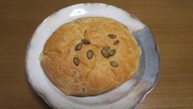 くるみパンon丹波立杭窯皿