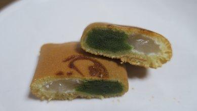 170920-140鶴亀・断面・白い羽二重餅に抹茶餡