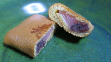 寿断面・ピンクの羽二重餅に栗入り粒餡