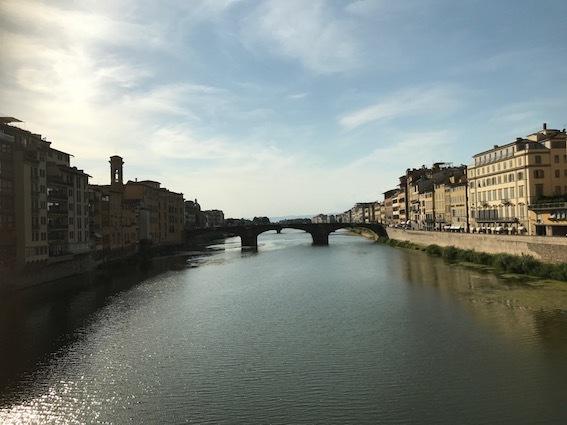 ヴェッキオ橋から西方向