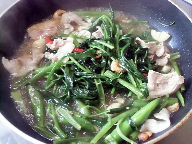 水と麺つゆで味付け