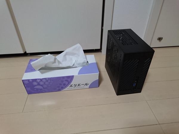 DeskMini110とティッシュボックス